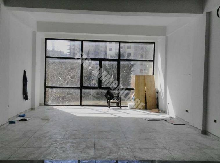 Ambient me qira 100m2 Durres